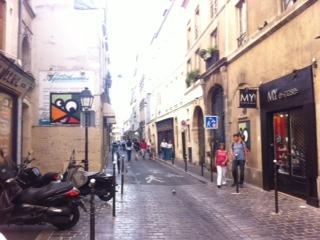 Près de la Rue des Rosiers