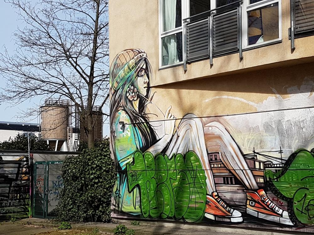 Street Art Berlin (12) Alice