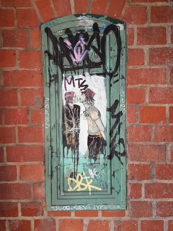Street art Berlin Alice (3)