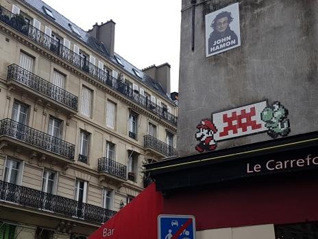 street art paris Invader